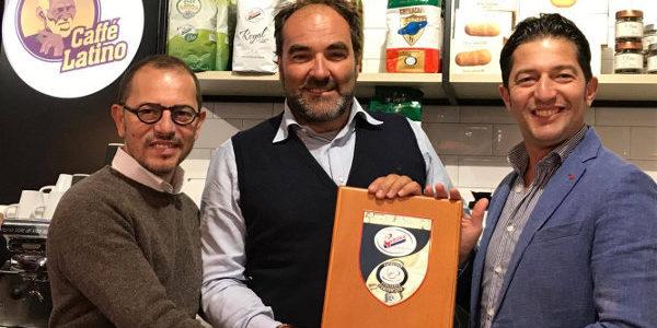 La miscela Royal al Caffè Latino del Mercato Metropolitano di Londra